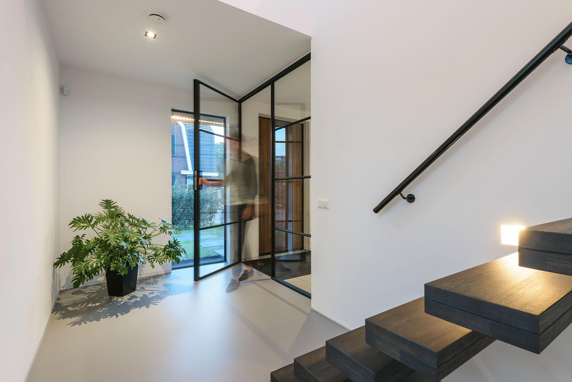 JURY-House008-stalen-deur-entree-01
